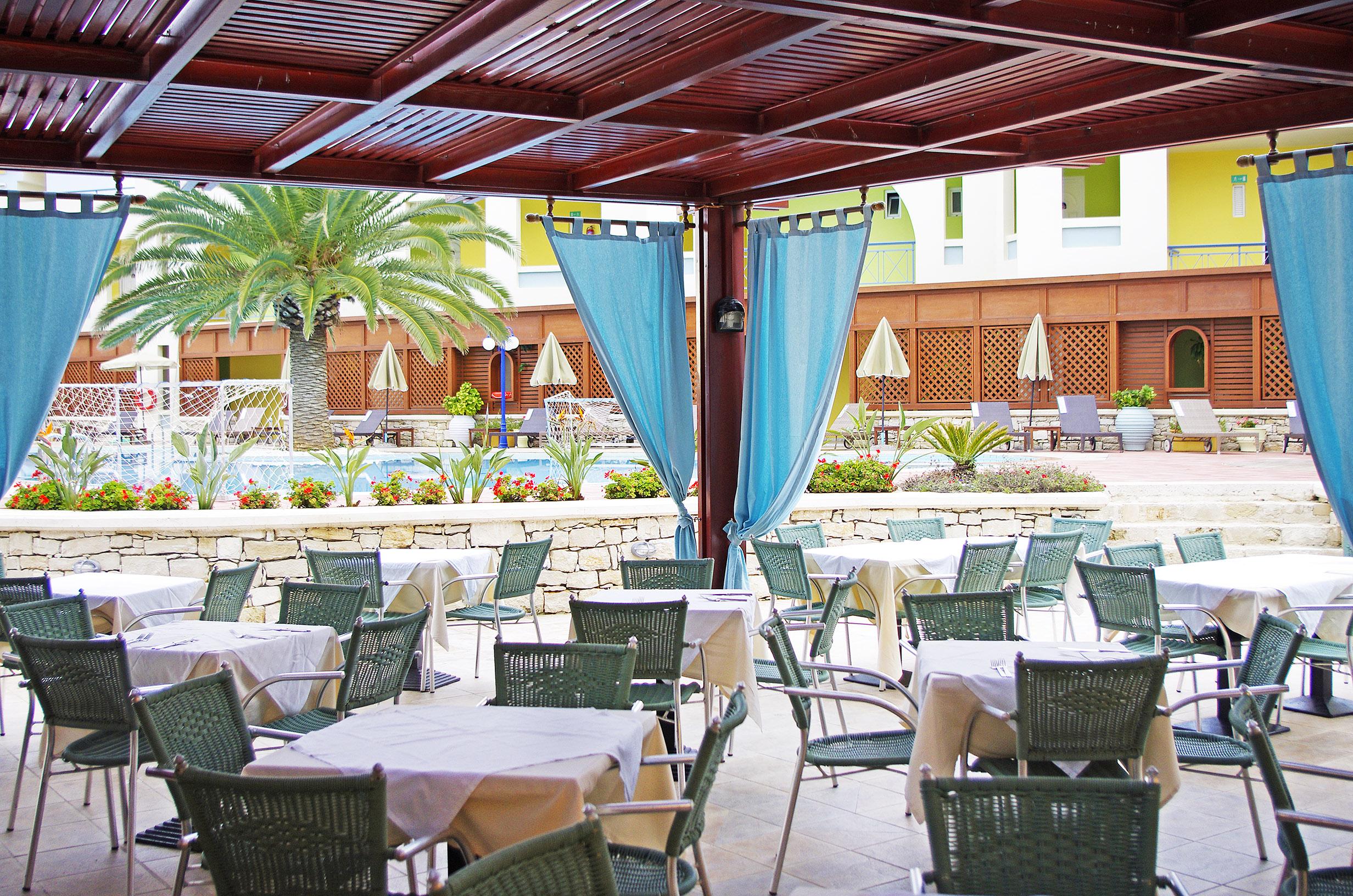Kafenion at Mythos Palace Resort & Spa in Georgioupolis