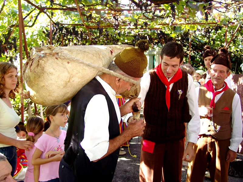 Cretan-Festival-of-Wine