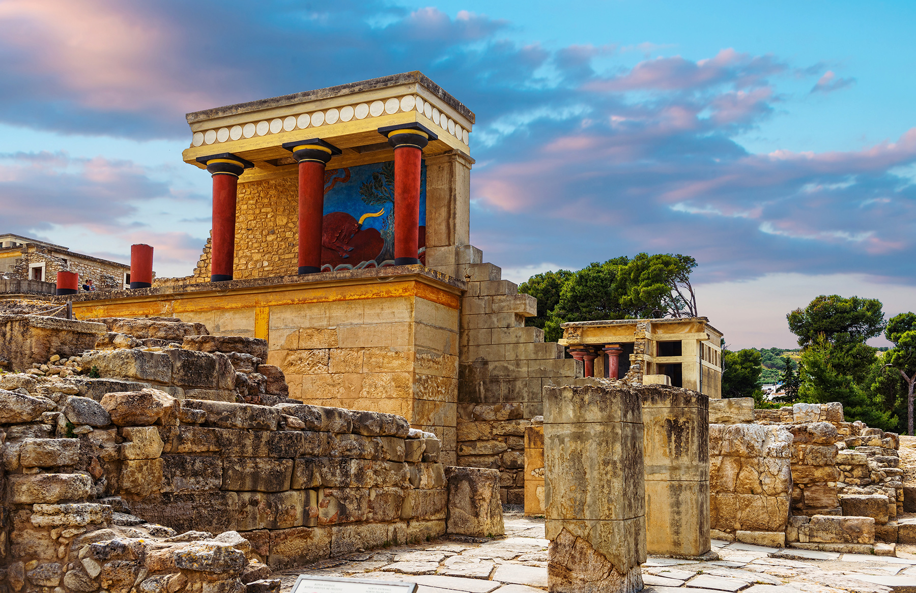 Visit The Palace Of Knossos And Explore The Wine Roads Of Heraklion